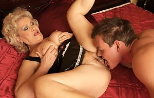 This horny mama loves to get a creampie