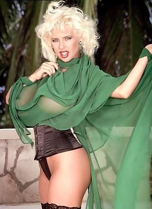 SaRenna Lee In Green