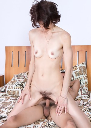 Milady is horny and ready to take her man. She pounces on him, not giving him time to think in this hairy porn. He accepts and takes off her clothes, fucking her hairy pussy to completion.