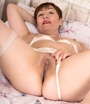 Horny wife teases her mature pussy until she squirts