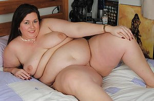 This big mature lady loves to get dirty