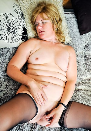Horny mature slut takes the hand on herself