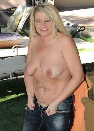 Beautiful blonde MILF Mona Hawght spreading her pussy open wide
