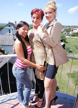 Three old and young lesbians have a wet afternoon