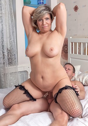 Free Moms Cowgirl Porn Pictures