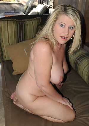 Beautiful blonde MILF Mona Hawght spreading her pussy open wide