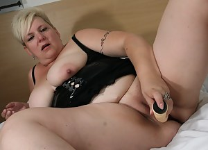 Big mama playing with her tits and a dildo