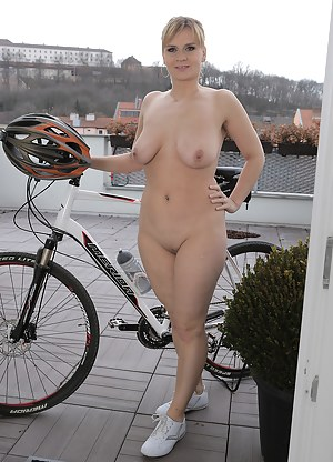 Blonde and beautiful MILF Charlotta Rose gets naked on the rooftop