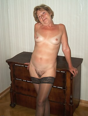 Mature amateur poses naked for the camera
