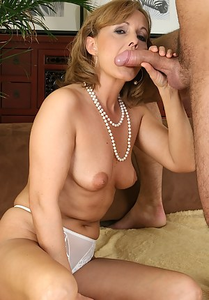 Free Moms Blowjob Porn Pictures