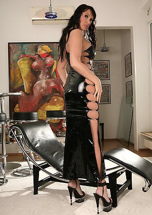 Pink dildo is this brunette MILF's favourite sex toy. She is drilling herself with this stick while being penetrated by her powerful partner.