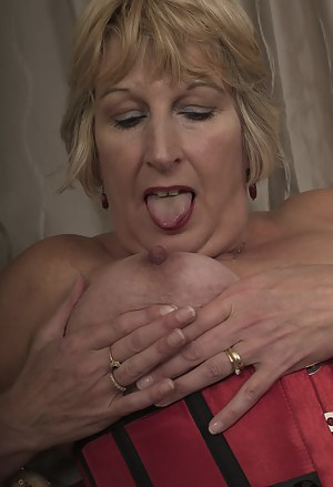 Free Moms Tongue Porn Pictures