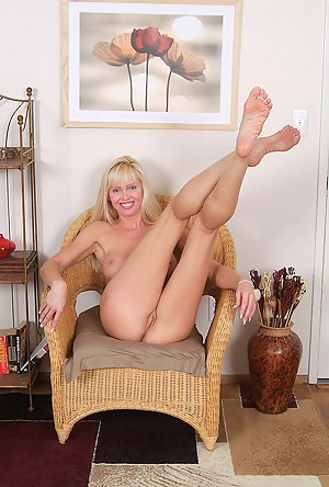 Long haired blonde MILF with a titght ass spreads it wide