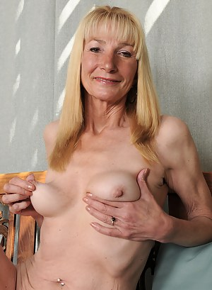 Gorgeous 57 year old Pam gets naked and spreads in the backyard
