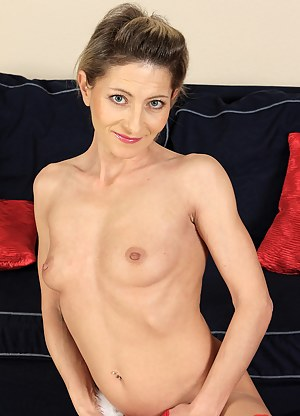 45 year old Syndi Bell from AllOver30 looking sexy in frilly lingerie