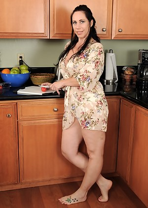 Tall mature brunette with massive mams spreads in the kitchen