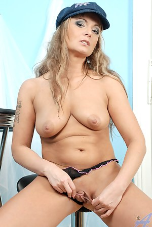 Seductive milf Eve Adams plays with her pussy on a table