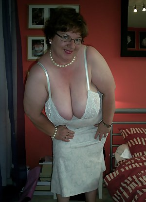 Today Im wearing a lovely see through green cammi and matching knickers, plus some nice high heels. I slowly strip for y