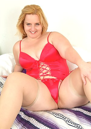 Plump Solsa waiting for Santa to spank her naught mature ass
