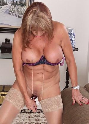 Older slut Rae Hart dildos her pussy to orgasm.