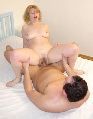 This mature slut loves that hard cock in her mouth