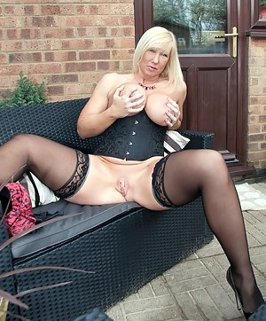 Let me know what you think of my fab new shiny dress. Melody x