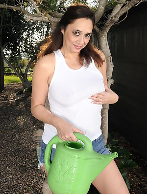 46 year old Alesia Pleasure from AllOver30 doing some naked gardening