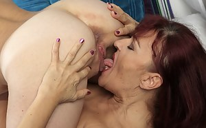 Free Moms Pussy Licking Porn Pictures