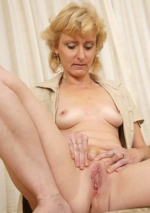 Blonde MILF Leny give us a close look at her mature and shaven pussy