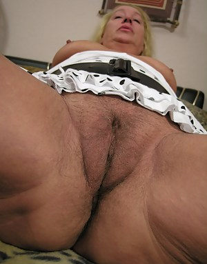 Horny chubby mature slut playing with her cooch