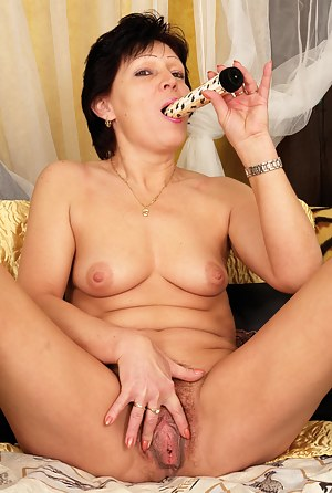 When this housewife is alone she loves to get naughty