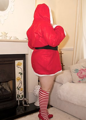 Hi guys, Christmas is coming and Im getting really excited so what better way to show you but to dress up in My Santa Ba