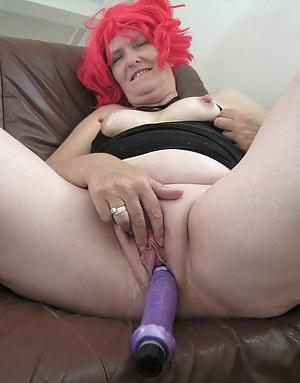 This mature slut sure loves her toys