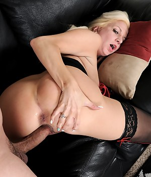 Blonde 32 year old Jessica Taylor sucking and fucking hard cock