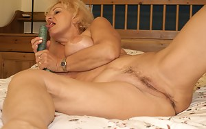 Granny loves to play with herself