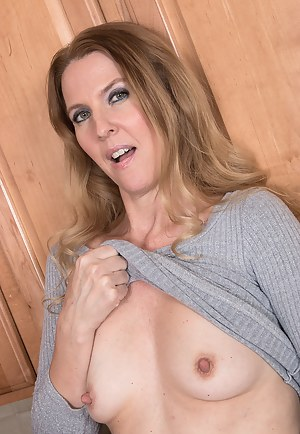 Sexy Lacy F starts the morning with a mug of tea and a little self pleasure