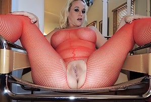 If you like seeing a curvy, blonde, MILF with a big white ass abuse her married pussy and asshole until she squirts all over herself, then this is the video you want to watch! I get so turned on when my pussy is stretched wide open or the my asshole and p