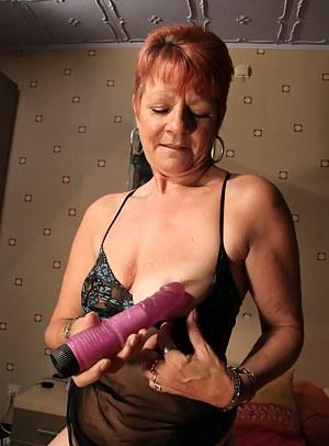 Red mature slut getting herself to an orgasm