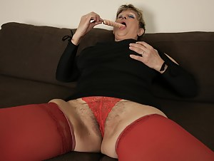Mature slut playing with her lollypop