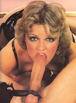 Kinky retro dominatrix gets fucked in her tight asshole