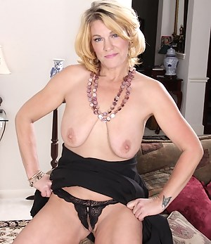 Mature wife Kelsey Johnson spreads her hairy pussy.
