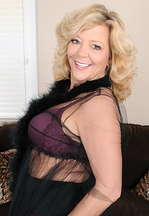 52 year old Karen Summer from AllOver30 slips off her purple panties