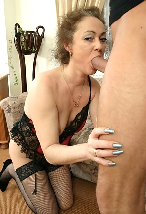 Free Moms Nails Porn Pictures