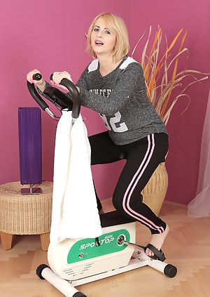 Sexy MILF Jennyfer B invites us to watch her work out and then get naked