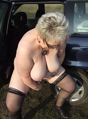 Public amateur peeing housewife