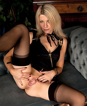 Milf Emma Jane exposes her clean shaved pussy