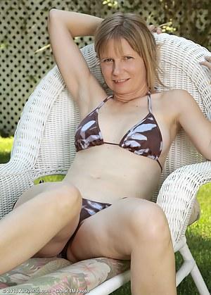 Free Moms Bikini Porn Pictures