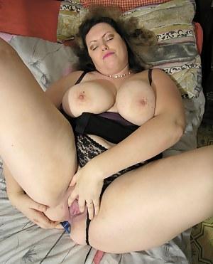Big titted mature slut showing her wet cooch