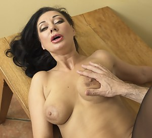 This mom loves to fuck in POV style