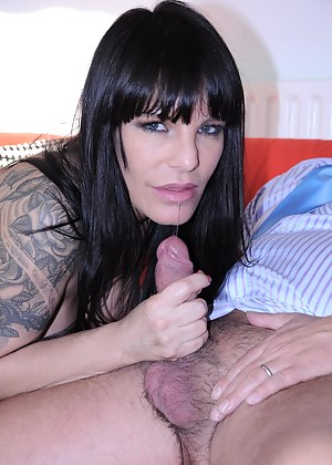 Tattooed milf babe in stockings sucking an old prick hard